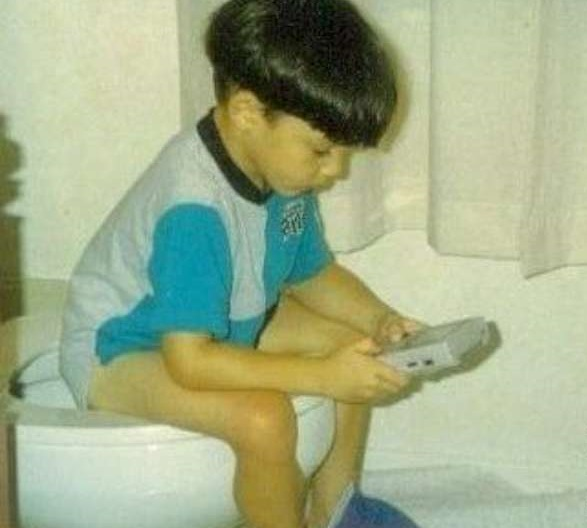 funny-toilet-finished-pooping-playing-gameboy-W630